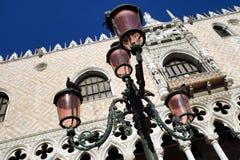 Luzes cor-de-rosa na praça San Marco, Veneza, Itália Imagem de Stock Royalty Free