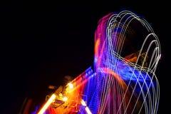 Luzes, cores e movimentos do carrossel em Grantham Lent Fair meados de 2019, Reino Unido Fotografia longa da exposição fotos de stock royalty free
