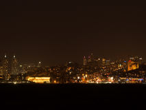 Luzes da cidade da Istambul na noite Fotos de Stock Royalty Free