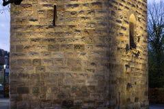 Luzes da cidade do por do sol e símbolos de uma cidade histórica como o reboque velho Imagens de Stock