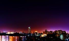 Luzes da construção na noite foto de stock royalty free
