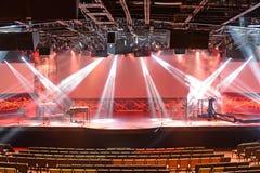 Luzes da fase antes do concerto imagem de stock