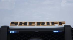 Luzes da grade em um veículo marcado do xerife imagem de stock