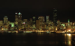 Luzes da noite de Seattle imagens de stock royalty free