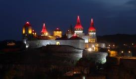Luzes da noite do castelo de Kamianets-Podilskyi Imagem de Stock Royalty Free