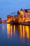 Luzes da noite sobre o rio de Motlawa, Gdansk Foto de Stock Royalty Free