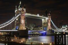 Luzes da ponte da torre fotografia de stock royalty free