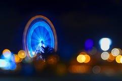 Luzes da roda e da noite de Ferris foto de stock royalty free
