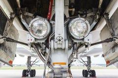 Luzes de aterrissagem na engrenagem Fotos de Stock Royalty Free
