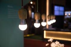 Luzes de bulbo na sala Fotografia de Stock Royalty Free