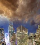 Luzes de Manhattan - vista aérea da noite de New York City - EUA Fotos de Stock Royalty Free