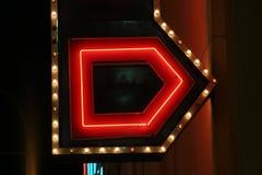 Luzes de néon do sinal da seta Fotos de Stock