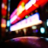 Luzes de néon e reflexões Fotografia de Stock Royalty Free