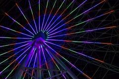 Luzes de néon na roda de Ferris fotos de stock