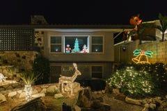 Luzes de Natal bonitas na vizinhança superior do rancho de Hastings imagem de stock royalty free