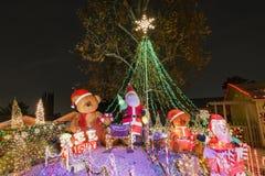 Luzes de Natal bonitas na vizinhança superior do rancho de Hastings fotos de stock