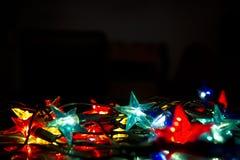 Luzes de Natal contra o fundo preto Fotos de Stock Royalty Free