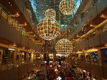 Luzes de Natal na alameda Foto de Stock Royalty Free