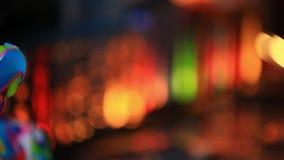 Luzes de Natal na noite para mudar o foco de filme