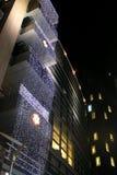 Luzes de Natal no escritório moderno que buliding Fotografia de Stock Royalty Free