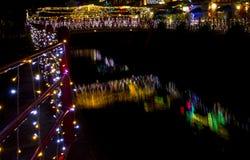 Luzes de Natal que refletem no canal Imagens de Stock Royalty Free