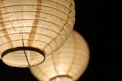 Luzes de papel da esfera com fundo preto Fotografia de Stock Royalty Free