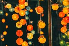 Luzes de rua coloridas da bola de algodão fotos de stock
