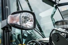 Luzes de um caminhão, máquina escavadora dos faróis e de estacionamento, trator ou fotografia de stock royalty free