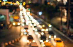 Luzes Defocused do carro na estrada fotografia de stock