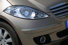Luzes dianteiras do carro imagens de stock