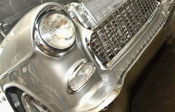 Luzes dianteiras velhas de Chevrolet/grade imagens de stock