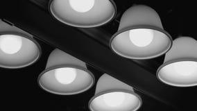 Luzes do banheiro que estão sendo giradas sobre video estoque