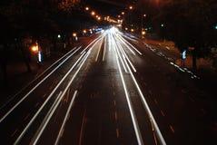 Luzes do carro na cidade Fotografia de Stock