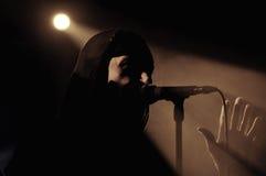 Luzes do estágio e um vocalista Fotografia de Stock