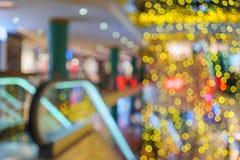 Luzes do feriado em uma loja imagem de stock royalty free