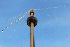 Luzes do feriado na torre do Euro pelo crepúsculo Imagens de Stock