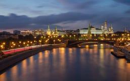 Luzes do Kremlin de Moscou na noite de verão Foto de Stock Royalty Free