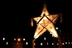 Luzes e estrelas Twinkly do Natal Fotos de Stock