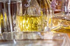 Luzes e texturas em umas garrafas de perfume Fotos de Stock Royalty Free