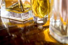 Luzes e texturas em umas garrafas de perfume Imagem de Stock Royalty Free