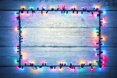 Luzes Garland Colorful Wood Frame, sinal da luz da cor do feriado Imagem de Stock Royalty Free