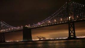 Luzes, San Francisco e Oakland da ponte da baía vídeos de arquivo