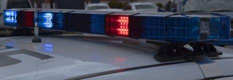 Luzes vermelhas e azuis em um carro policial marcado fotografia de stock royalty free