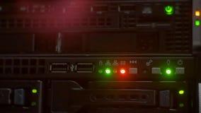 Luzes vermelhas e verdes instantâneas no servidor video estoque