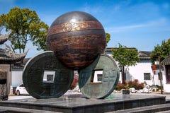 Luzhi镇、苏州市, & x22; 三coins& x22;雕塑 免版税库存图片