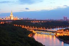 Luzhnetsky metrobro, MSU, panorama av Moscow Royaltyfri Fotografi