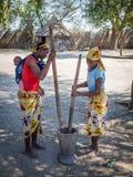 Luzibalule Namibia, Sierpień, - 13, 2015: Dwa kobiet chodzić tupiąc niezidentyfikowana Afrykańska jagła przy Lizauli Tradycyjną w fotografia royalty free