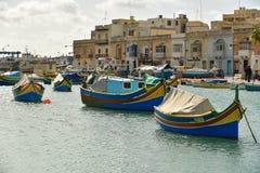 Luzzu小船Marsaxlokk港口马耳他 免版税库存图片