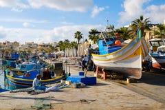 Luzzu著名渔船在Marsaxlokk -马耳他 免版税库存照片