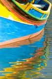 Luzzu e riflessione Fotografia Stock